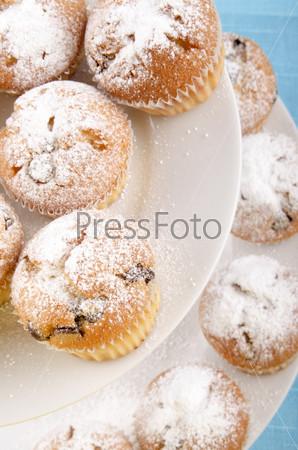 Булочки с шоколадом и сахарной пудрой