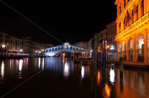Вид на мост Риальто, Венеция, Италия