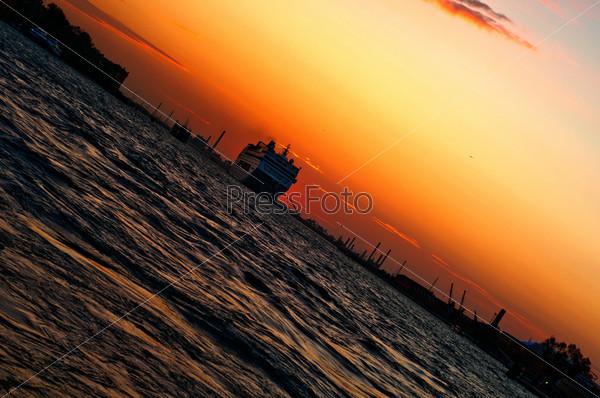 Венеция, Италия, закат, круизный лайнер