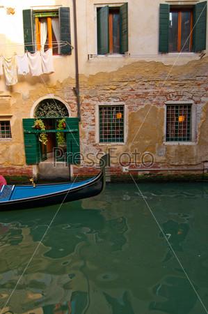 Фотография на тему Венеция, Италия, гондолы на канале