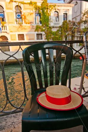 Фотография на тему Венеция, Италия, шляпа гондольера