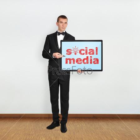 Плазменная панель со словами SOCIAL MEDIA