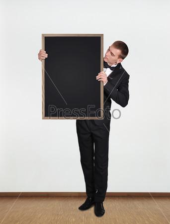 Бизнесмен держит доску
