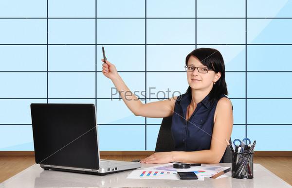 Фотография на тему Бизнес-леди в офисе