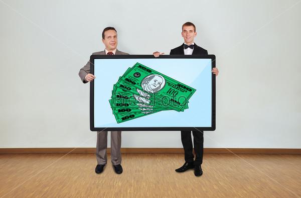 Два человека и плазма с долларами