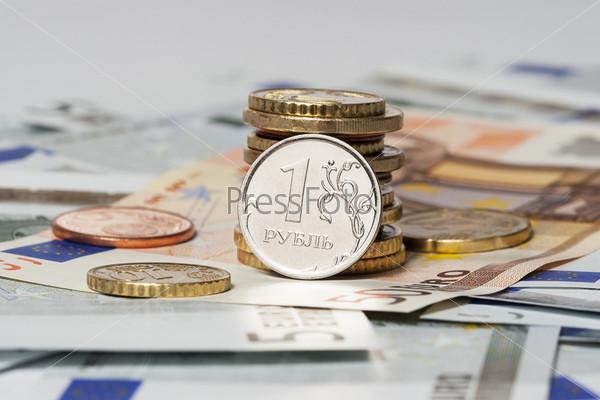 Один рубль и евро (монеты и банкноты)