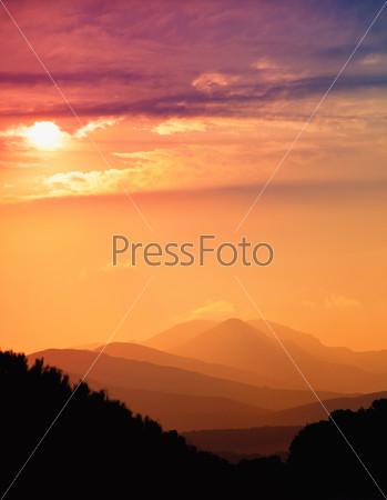 Фотография на тему Красивый закат в горах