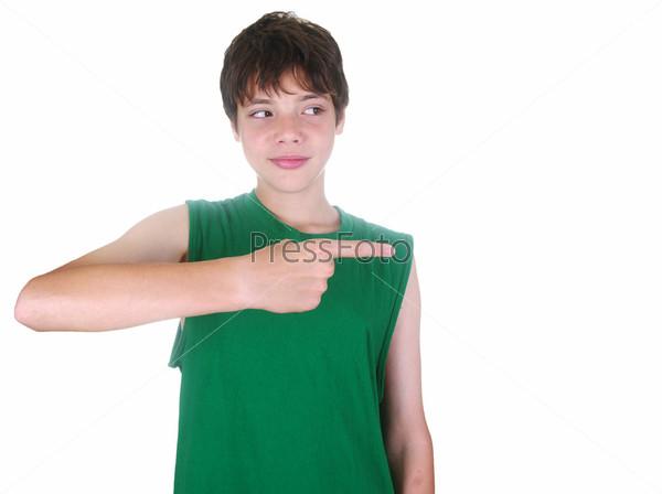 Мальчик, указывающий пальцем
