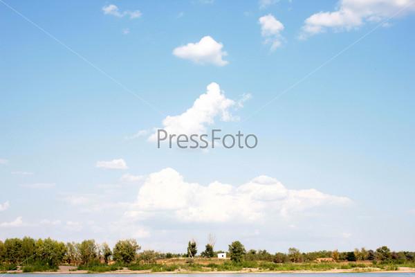 Фотография на тему Красивое солнечное небо и облако