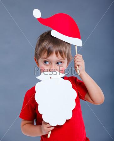 Фотография на тему Маленький мальчик в колпаке Санты
