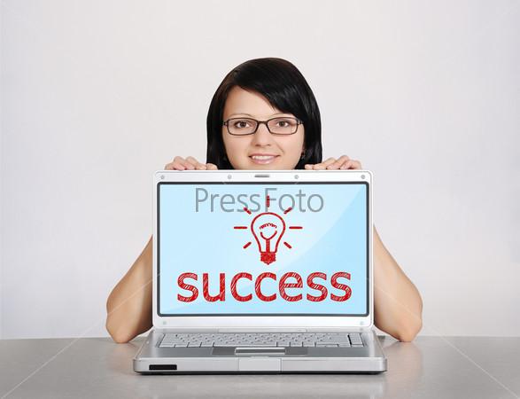 Ноутбук с символом успеха