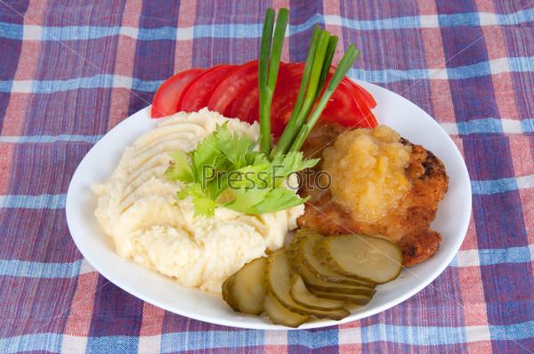 Фотография на тему Картофельное пюре со стейком из свинины