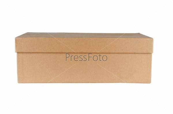 Картонная закрытая коробка, изолировано