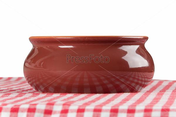 Фотография на тему Коричневая глиняная чашка на столе