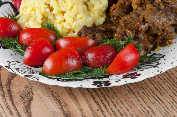 Рис и тушеная баранина с овощами
