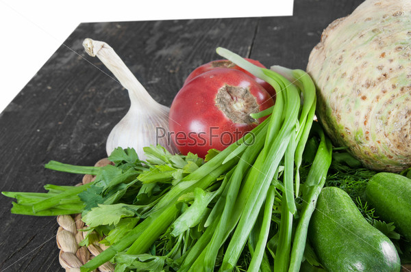 Фотография на тему Свежие ингредиенты для приготовления пищи на столе
