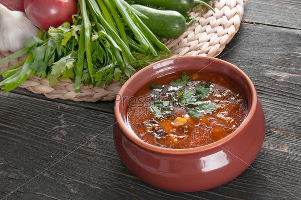 Фотография на тему Фасолевый суп и свежие ингредиенты для приготовления пищи