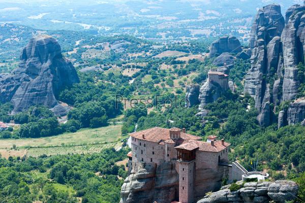 Фотография на тему Монастыри Метеоры на скалах