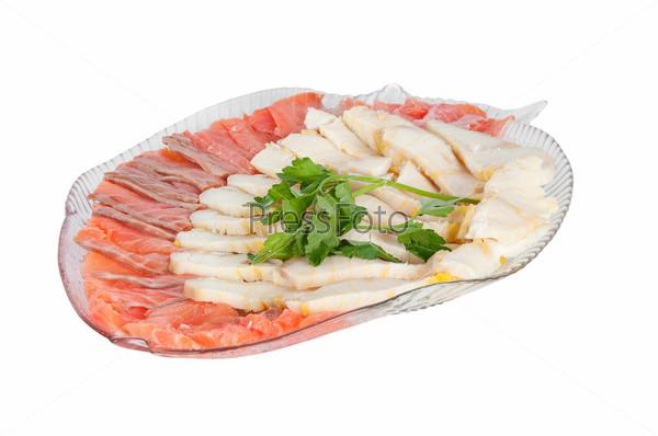 Белая и красная рыба на тарелке