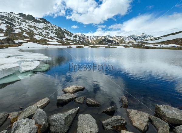 Альпийское горное озеро