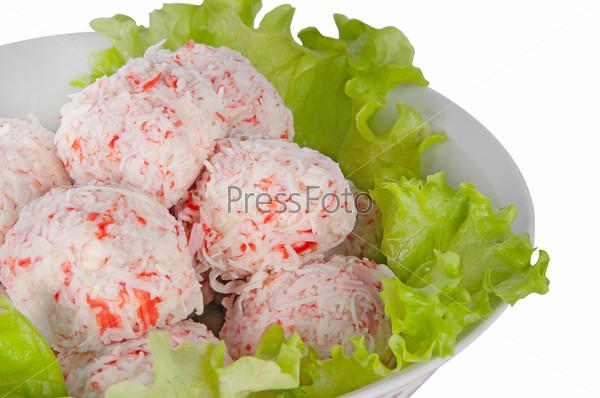 Фотография на тему Крабовые шарики с листьями салата