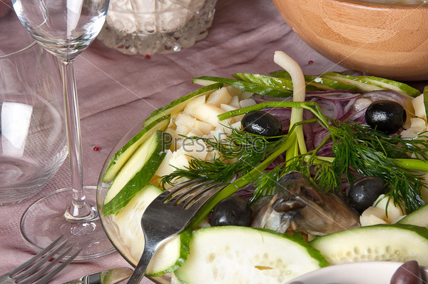 Фотография на тему Картофель с селедкой на столе