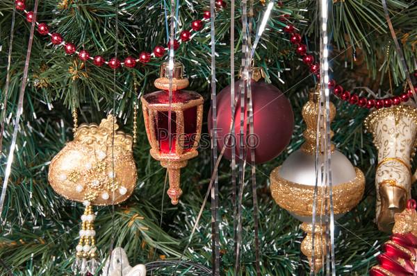 Фотография на тему Елочные украшения на Рождественской елке