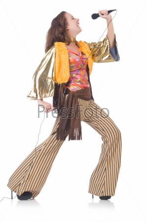 Женщина в испанской одежде с микрофоном