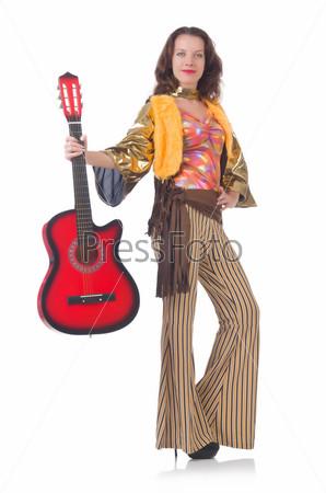 Женщина в мексиканской одежде с гитарой