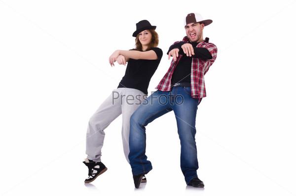 Пара танцоров испалняет современный танец