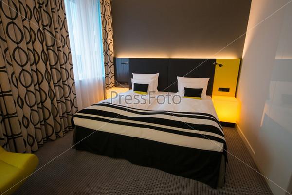 Фотография на тему Современный интерьер спальни