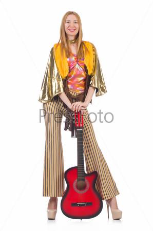 Гитаристка, изолированная на белом