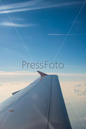 Крыло самолета из окна
