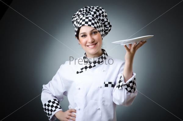 Повар с посудой