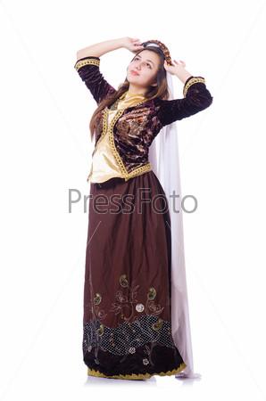 Молодая леди танцует традиционный азербайджанский танец