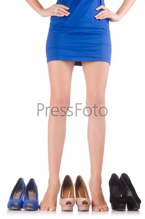 Фотография на тему Женщина выбирает обувь на белом фоне