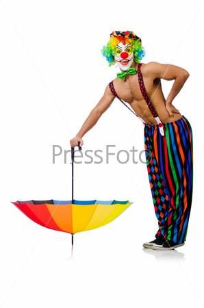 Клоун с зонтиком, изолированный на белом фоне