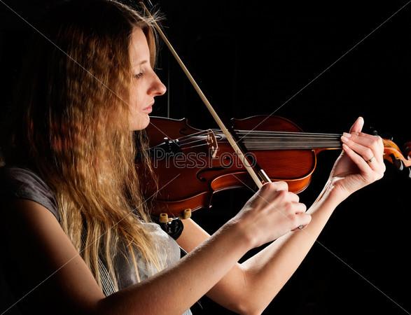 Красивая женщина и скрипка