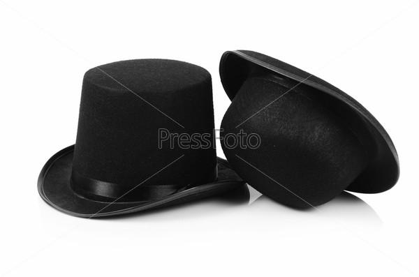 Черные шляпы-цилиндры, изолированные на белом