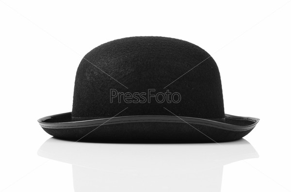 Черная шляпа, изолированная на белом