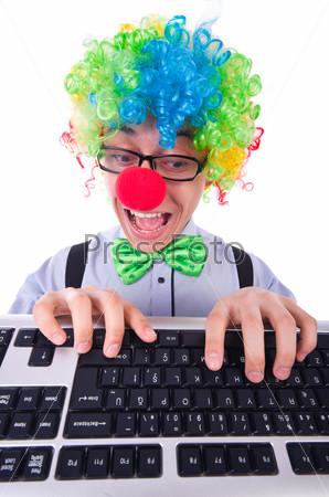 Фотография на тему Забавный парень в парике клоуна на белом фоне