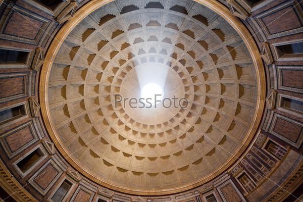 Внутри Пантеона, Рим, Италия