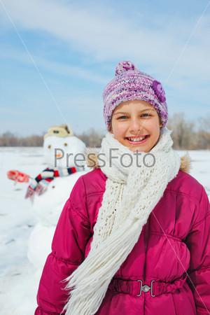 Фотография на тему Девочка со снеговиком