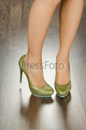 Модная женская обувь в офисе