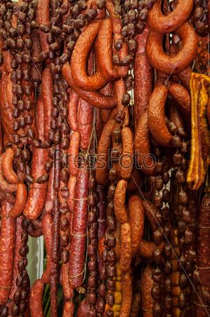Копченая колбаса, салями