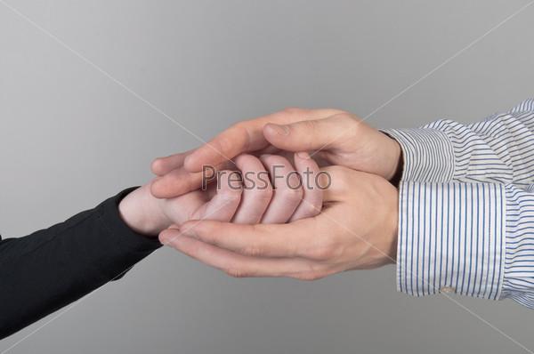 Фотография на тему Женская рука в мужской руке