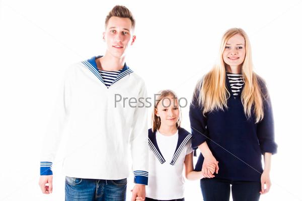 Фотография на тему Счастливая семья из родителей и маленьких детей