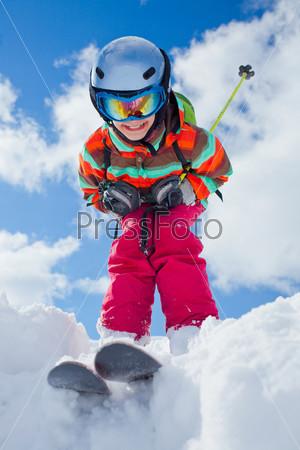 Девочка на лыжах