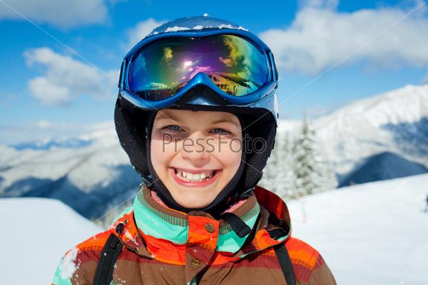 Фотография на тему Девочка на лыжах