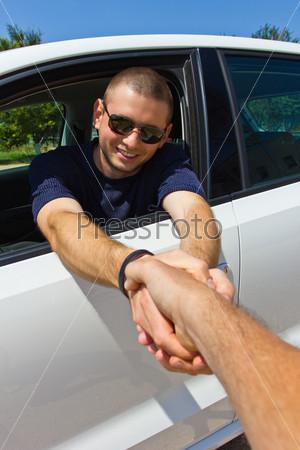 Фотография на тему Улыбающийся водитель